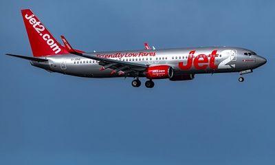 Hi hữu: Máy bay hạ cánh khẩn cấp vì phi công đột nhiên ngã bệnh