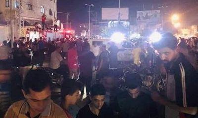 Hàng loạt vụ nổ làm rung chuyển Dải Gaza, 2 cánh sát thiệt mạng