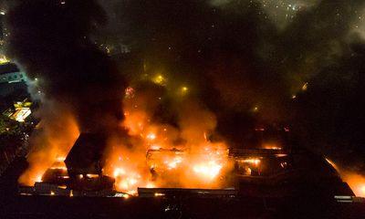Vụ cháy công ty Rạng Đông: Huy động 200 cảnh sát, lực lượng 5 phường phối hợp chữa cháy