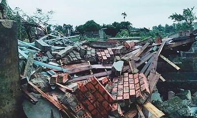 Hà Tĩnh: Lốc xoáy làm tốc mái 40 căn nhà, 2 người bị thương