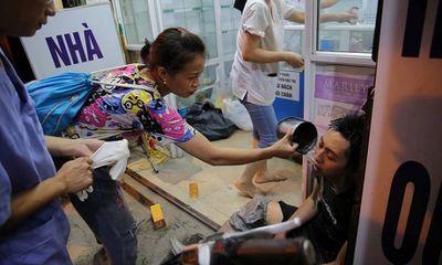 Vụ cháy nhà máy phích nước Rạng Đông: Hình ảnh xúc động trong trận hỏa hoạn kinh hoàng