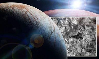 Rộ tin UFO xuất hiện gần vệ tinh Europa của sao Mộc, NASA bị nghi che giấu