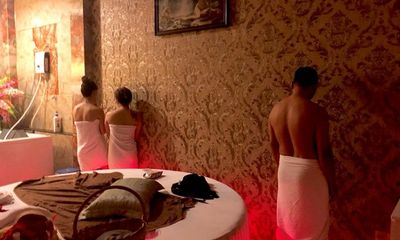 Bắt quả tang tiếp viên massage khoả thân kích dục cho khách ở TP.HCM