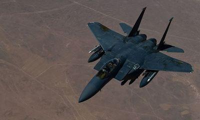 Chiến đấu cơ F-15 của Mỹ di chuyển với tốc độ hơn 500 km/h suýt va chạm với người nhảy dù