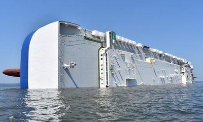 Hiện trường vụ lật tàu chở hàng nghìn xe ô tô ngoài bờ biển Mỹ