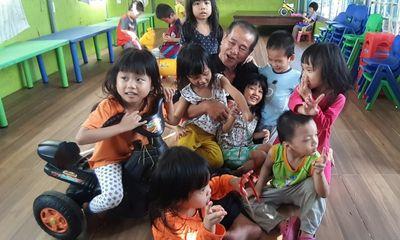 Cảm phục người đàn ông quyên tặng cơ ngơi 100 tỷ, nuôi dưỡng 88 đứa trẻ mồ côi