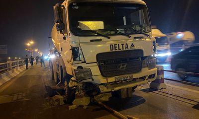Tin tức tai nạn giao thông mới nhất hôm nay 28/9/2019: Xe bồn nổ lốp mất lái, tông hàng loạt xe máy