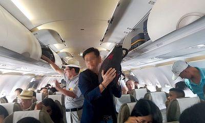 Hai đối tượng người Trung Quốc bị bắt quả tang đang trộm cắp trên máy bay