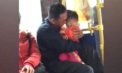 Tin tức đời sống mới nhất ngày 11/10/2019: Ngồi cạnh 2 bố con trên xe buýt, đứa trẻ nói 3 từ này khiến bà lão kinh hãi