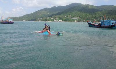 Chìm tàu trên biển Cù Lao Chàm, 12 ngư dân được ứng cứu kịp thời
