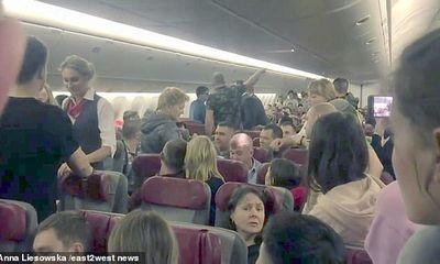Hành khách đòi mở cửa ở độ cao 10.000 m, máy bay Nga phải hạ cánh khẩn cấp