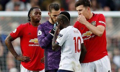 Vì sao dù gây nhiều tranh cãi nhưng bàn thắng của Rashford vào lưới Liverpool không bị VAR từ chối?