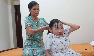 Dấu chân của mẹ trên hành trình tình nguyện của thủ lĩnh xương thủy tinh