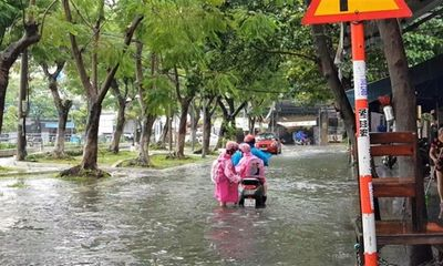 Đà Nẵng mênh mông nước, nhiều tuyến đường ngập nặng sau trận mưa đêm