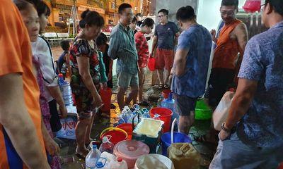 Công ty nước sạch sông Đà xả nước súc rửa bể chứa trong sự cố nhiễm dầu ra suối