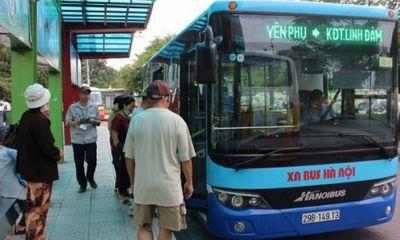 Tặng thẻ xe buýt miễn phí cho người cao tuổi