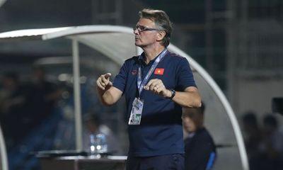 HLV Philippe Troussier thất vọng sau chiến thắng nhọc nhằn của U19 Việt Nam