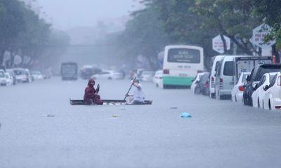 Bão số 6 giật cấp 15 áp sát đất liền, nhiều tỉnh miền Trung mưa lớn