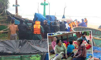 Bão số 6 giật cấp 11 đổ bộ gây mưa lớn, hàng chục nghìn hộ dân mất điện
