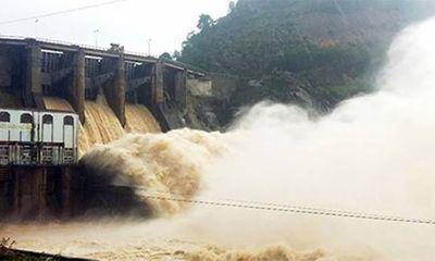 Bão số 6 suy yếu thành áp thấp nhiệt đới, mưa lớn ở nhiều nơi