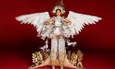 Chiêm ngưỡng cận cảnh trang phục dân tộc của Hoàng Thùy tại Miss Universe 2019