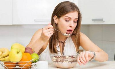 Ăn tối sau 6 giờ - mối nguy hiểm tiềm ẩn nhiều người mắc phải