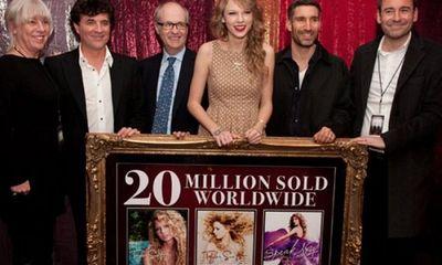 Tin tức giải trí mới nhất ngày 16/11: Hãng đĩa cũ phủ nhận, tố ngược Taylor Swift nợ hàng triệu USD