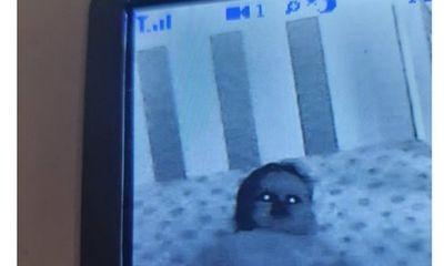 Bố đăng ảnh con nhỏ biến thành ET, dân mạng khuyên nên sinh đứa khác