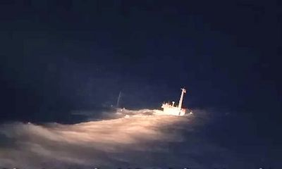 Video: Cận cảnh khoảnh khắc cứu 11 người trên chiếc tàu sắp chìm
