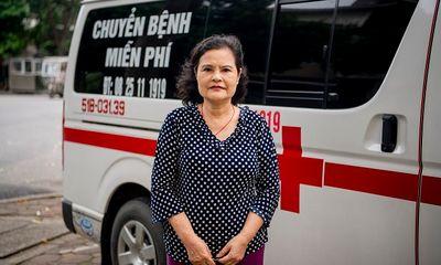 Cảm phục người phụ nữ bỏ tiền túi mua xe cứu thương chạy miễn phí cứu người