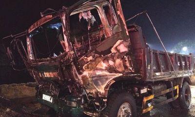 Quảng Ninh: Đang đỗ ven đường, ô tô tải bất ngờ bốc cháy dữ dội