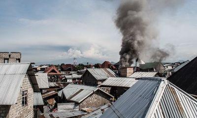 Tai nạn kinh hoàng: Máy bay đâm xuống nhà dân, hàng chục người thiệt mạng