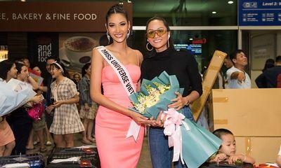 H'hen Nie xinh đẹp cá tính đến tiễn Hoàng Thùy dự thi Miss Universe 2019