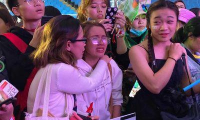 Trước lễ trao giải AAA 2019: Fan mệt mỏi vì chờ đợi, to tiếng với nhân viên an ninh