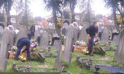 Lén đặt camera theo dõi gần mộ chồng quá cố, người vợ phát hiện điều ngỡ ngàng