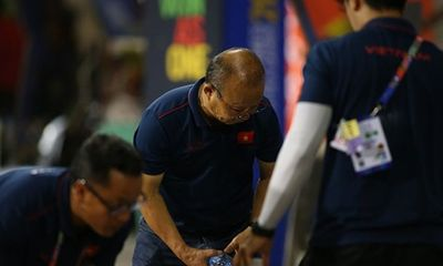 Hành động đẹp của HLV Park Hang Seo sau trận bán kết gặp U22 Campuchia