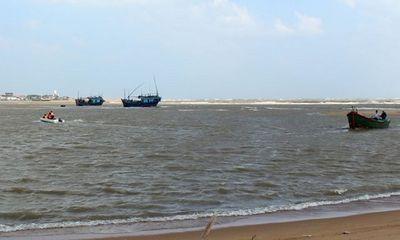 Sóng lớn đánh chìm tàu cá, 2 ngư dân Phú Yên mất tích