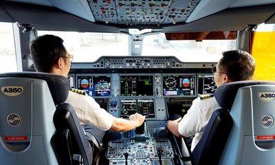 """Lương phi công 300 triệu đồng/tháng, Cục Hàng không """"ngả mũ"""" chào thua!"""