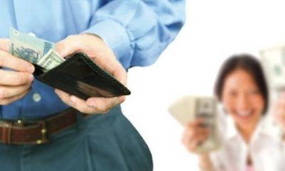 Các ông chồng lên tiếng về quy định mới 'lương của chồng chuyển vào tài khoản vợ'