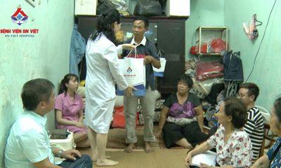 Y tế sức khỏe - Bệnh viện đa khoa An Việt thăm, tặng quà và hứa chăm sóc sức khỏe cho gia đình khó khăn ở Hà Nội