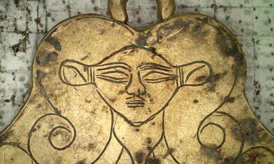 Nhà khảo cổ choáng váng khi phát hiện kho châu báu, vàng lá rải la liệt trong 2 mộ cổ