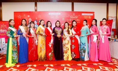 Các nữ doanh nhân rạng rỡ trong phần trình diễn nghệ thuật