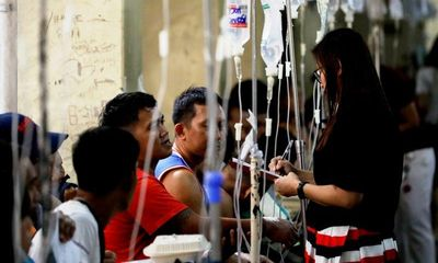 Dân Philippines ồ ạt nhập viện do ngộ độc rượu chứa methanol mừng Giáng sinh