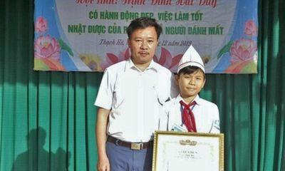 Tuyên dương nam sinh nhặt được tiền trả người đánh mất tại Hà Tĩnh