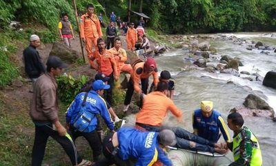 Tai nạn kinh hoàng: Xe buýt lao xuống vực sâu 80m, ít nhất 25 người chết