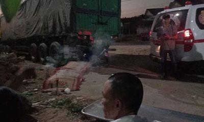 Tin tai nạn giao thông mới nhất ngày 27/12/2019: Xe máy đối đầu xe đầu kéo, đôi nam nữ tử vong tại chỗ