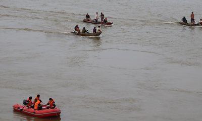 Tìm thấy thi thể nam thanh niên để lại xe máy, nhảy cầu Bến Thủy tự tử