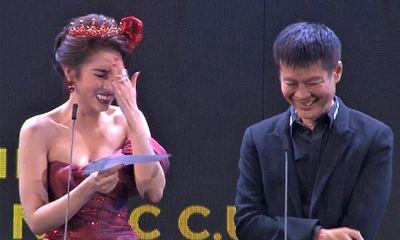 Hoa hậu Dương Yến Nhung đọc nhầm tên người nhận giải thành từ nhạy cảm trên sóng trực tiếp