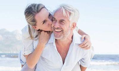 Tìm tình yêu ở tuổi xế chiều: Người ra công viên, người lướt mạng
