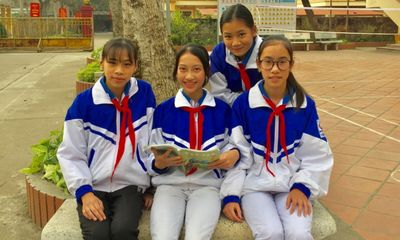 4 nữ sinh Tuyên Quang nhặt được của rơi trả người đánh mất